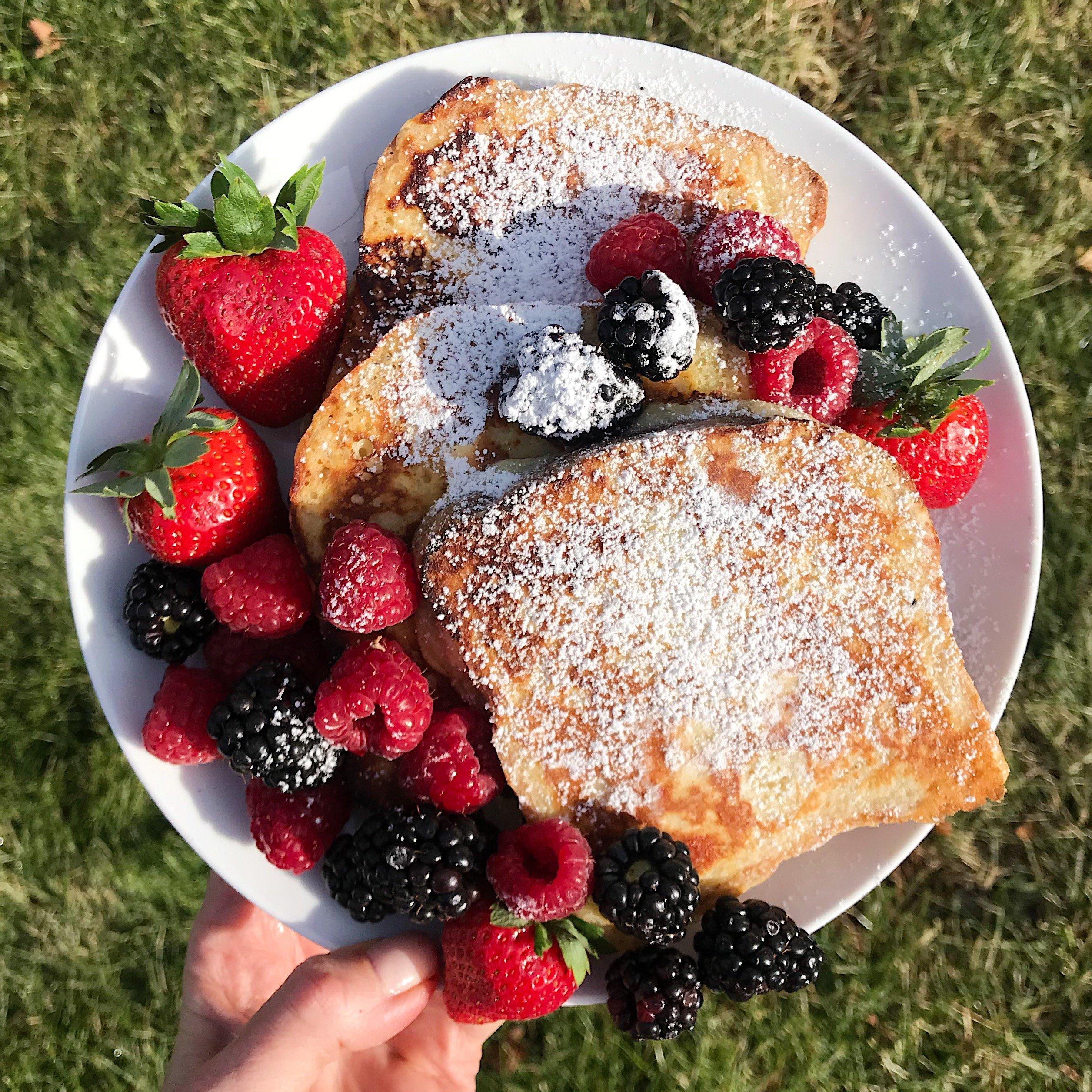 easy gluten free french toast #glutenfreerecipes www.healthygffamily.com