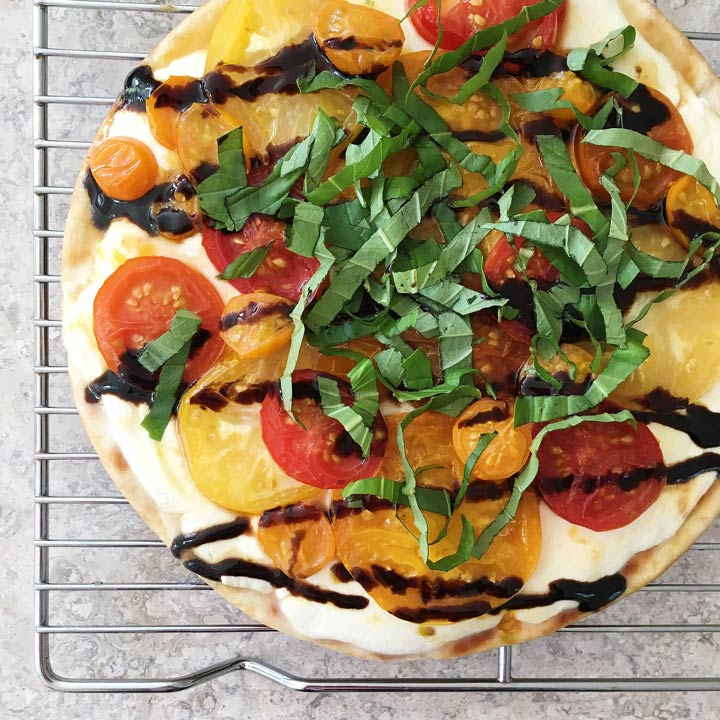 caprese grilled pizza