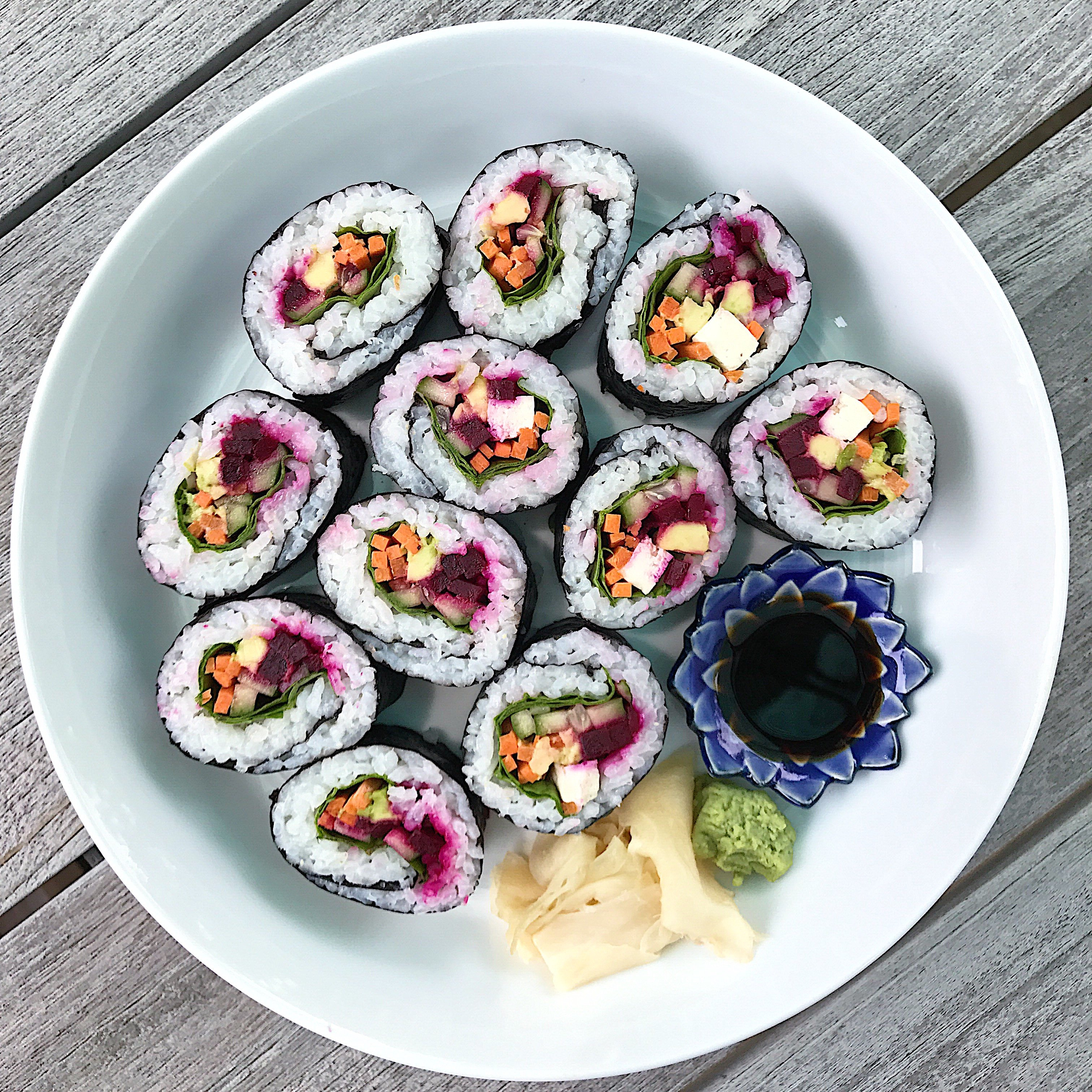https://www.healthygffamily.com/recipe/red-white-bowl-veggie-sushi/