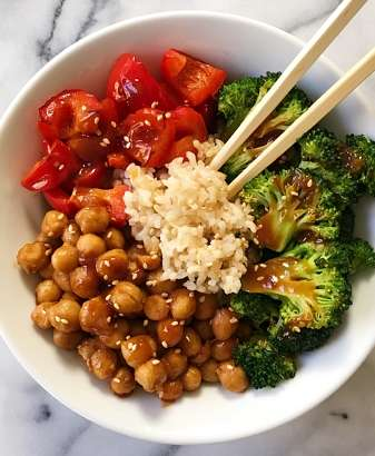gluten free stir fry General Tso's Chickpeas #glutenfree #glutenfreerecipes www.healthygfamily.com