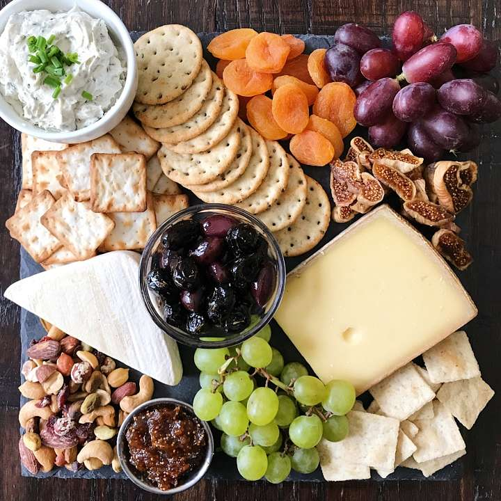 gluten free cheese board how to build #glutenfreerecipes www.healthygffamily.com