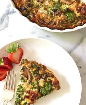 Gluten Free Spinach Mushroom Bacon Crustless Quiche. #glutenfree #grainfree #glutenfreerecipes www.healthygffamily.com