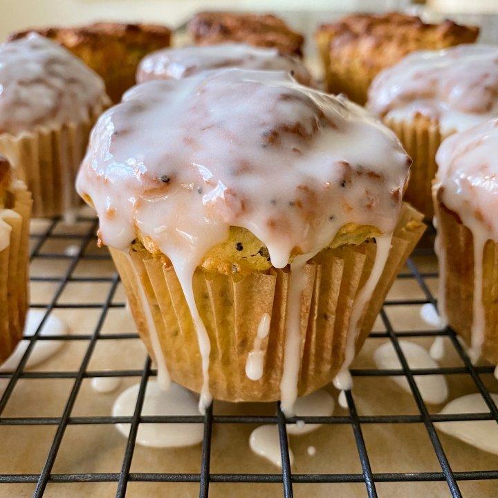 Lemon Poppy seed Muffins lemon glaze gluten free #glutenfreerecipes www.healthygffamily.com