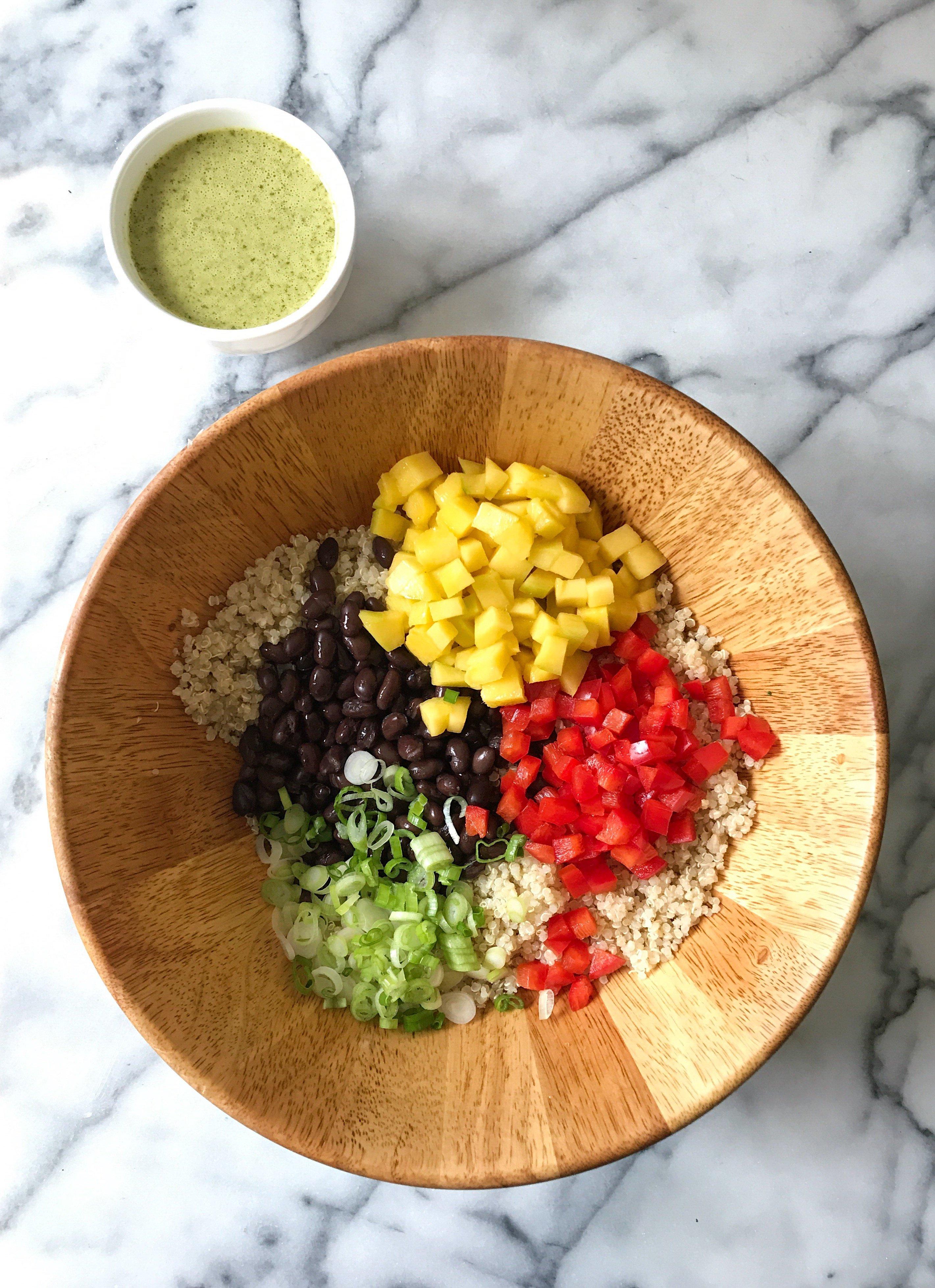 Mango Black Bean Quinoa Salad Lime dressing gluten free #glutenfreerecipes www.healthygffamily.com