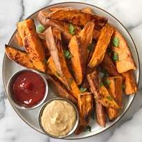 crispy baked sweet potato fries #glutenfree #glutenfreerecipes www.healthygffamily.com