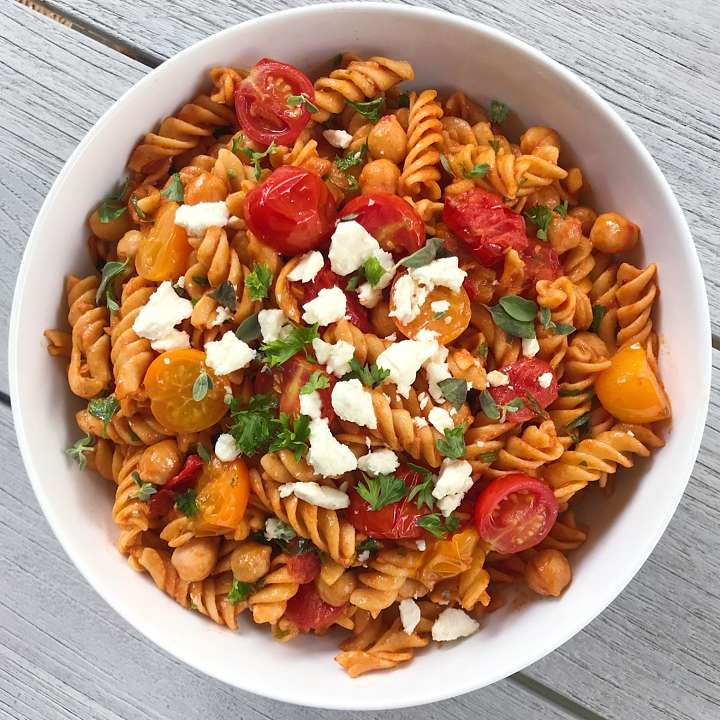 gluten free rotini with blistered tomatoes and chickpeas. #glutenfree #pasta #glutenfreerecipes healthygffamily.com