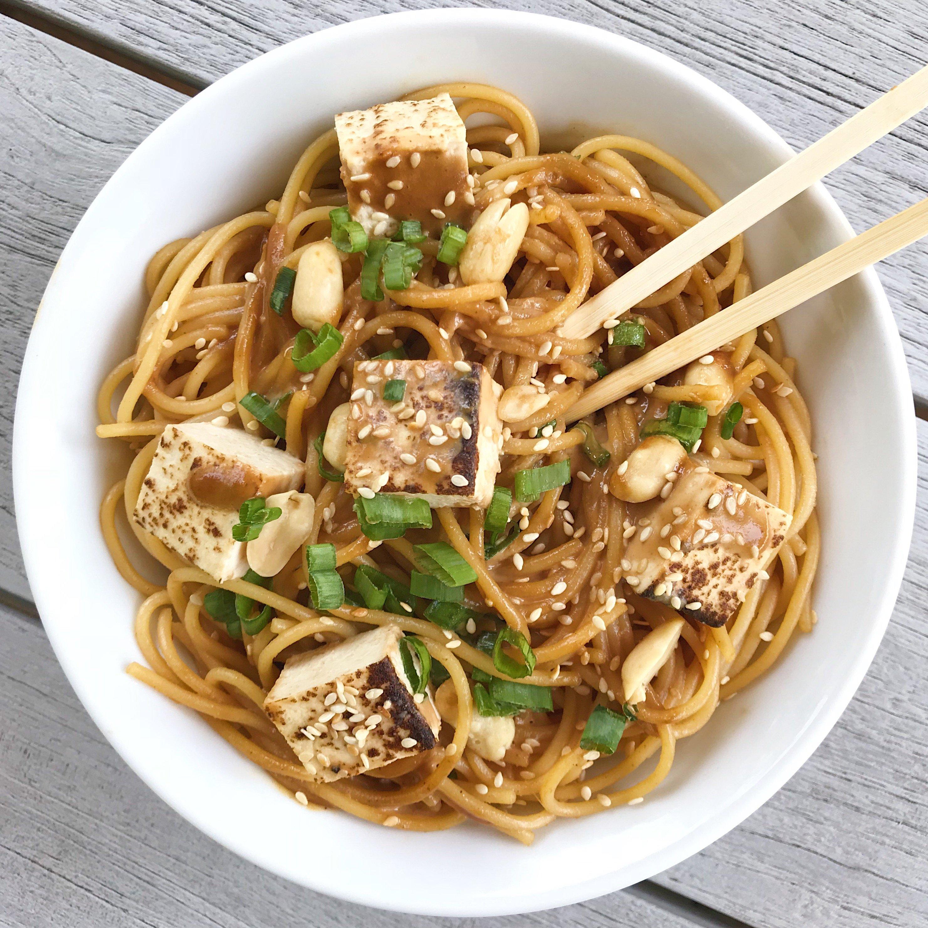 takeout style Sesame Noodles gluten free #glutenfreerecipes www.healthygffamily.com
