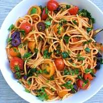 gluten free one pan spaghetti puttanesca #glutenfree #glutenfreerecipes www.heatlhygffamily.com
