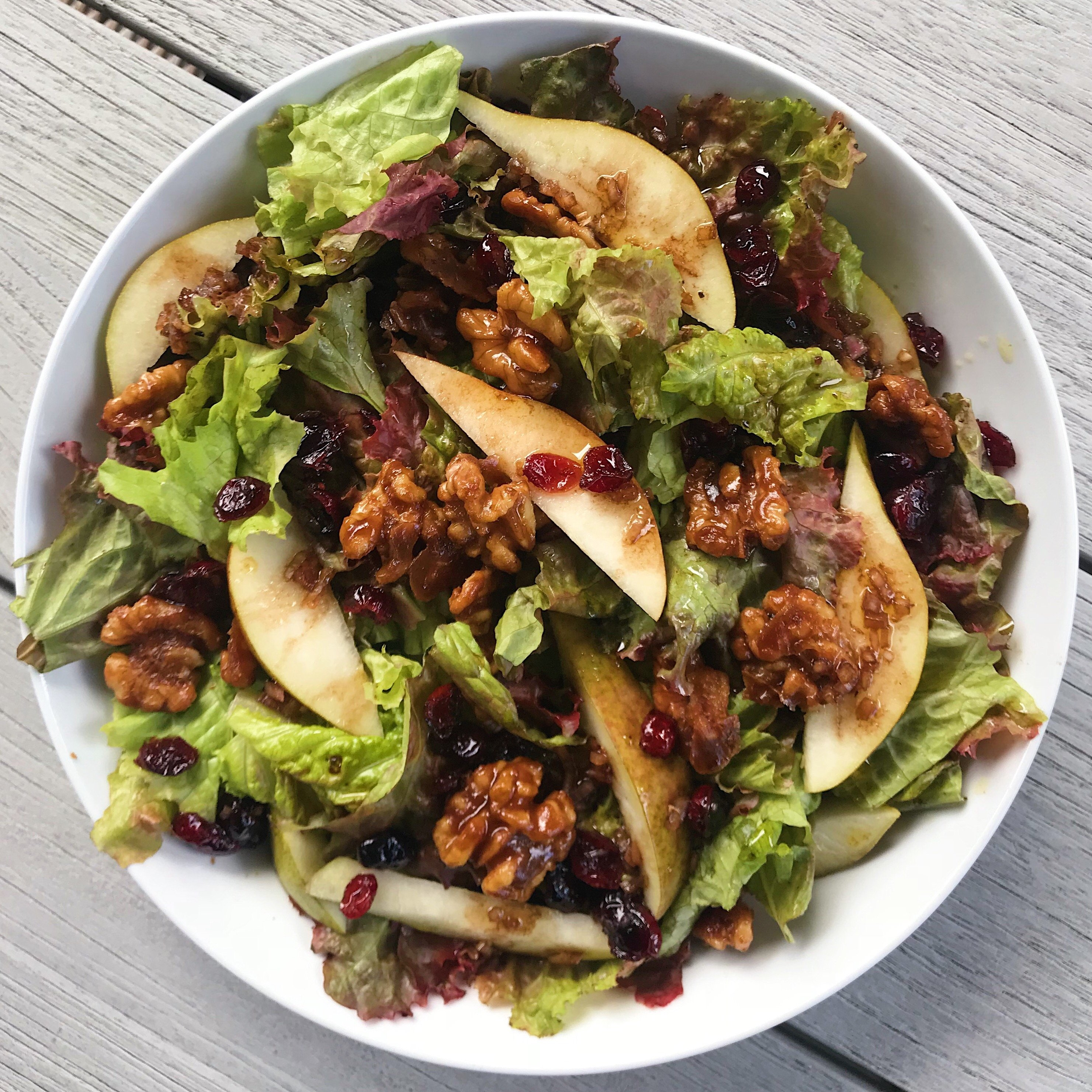 Green Salad with candied walnuts and pears #glutenfree #glutenfreerecipes www.healthygffamily.com