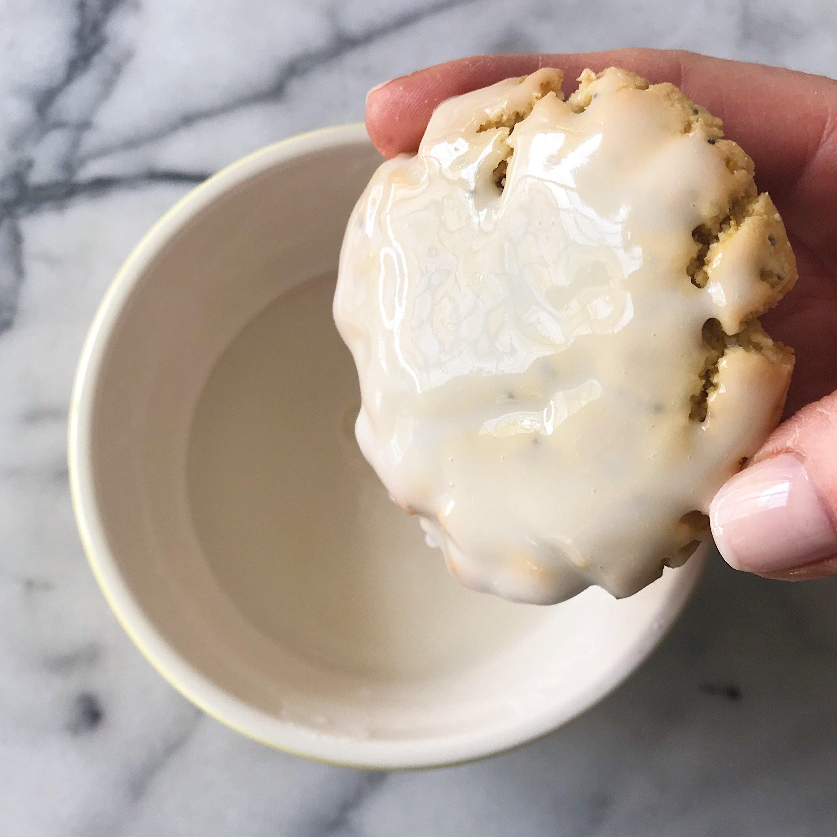 soft baked lemon poppyseed cookies #glutenfree #vegan #paleofriendly #healthygffamily healthygffamily.com
