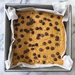 fudgy gluten free pumpkin chocolate chip blondies #glutenfree #glutenfreerecipes www.healthygffamily.com