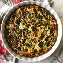 Spinach Goat Cheese Sun dried tomato crustless quiche gluten free #glutenfreerecipes www.healthyggffamily.com