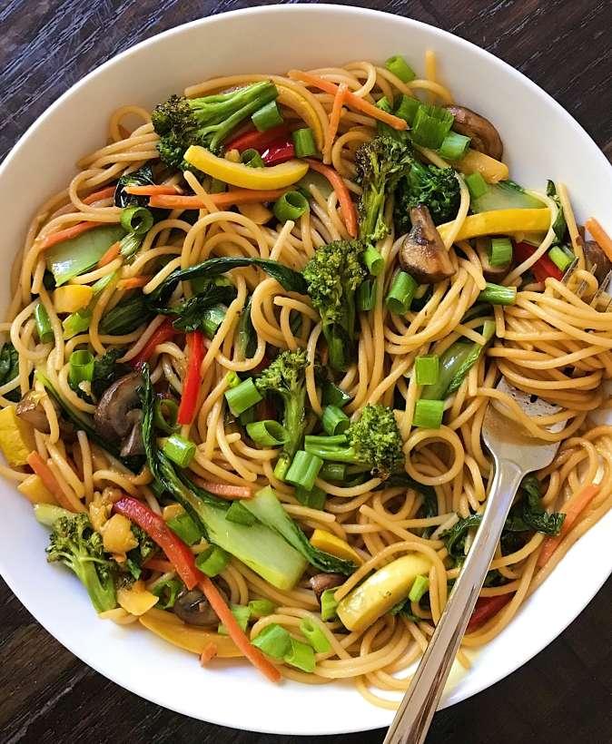 gluten free lo mein #glutenfree #glutenfreerecipes www.healthygffamily.com