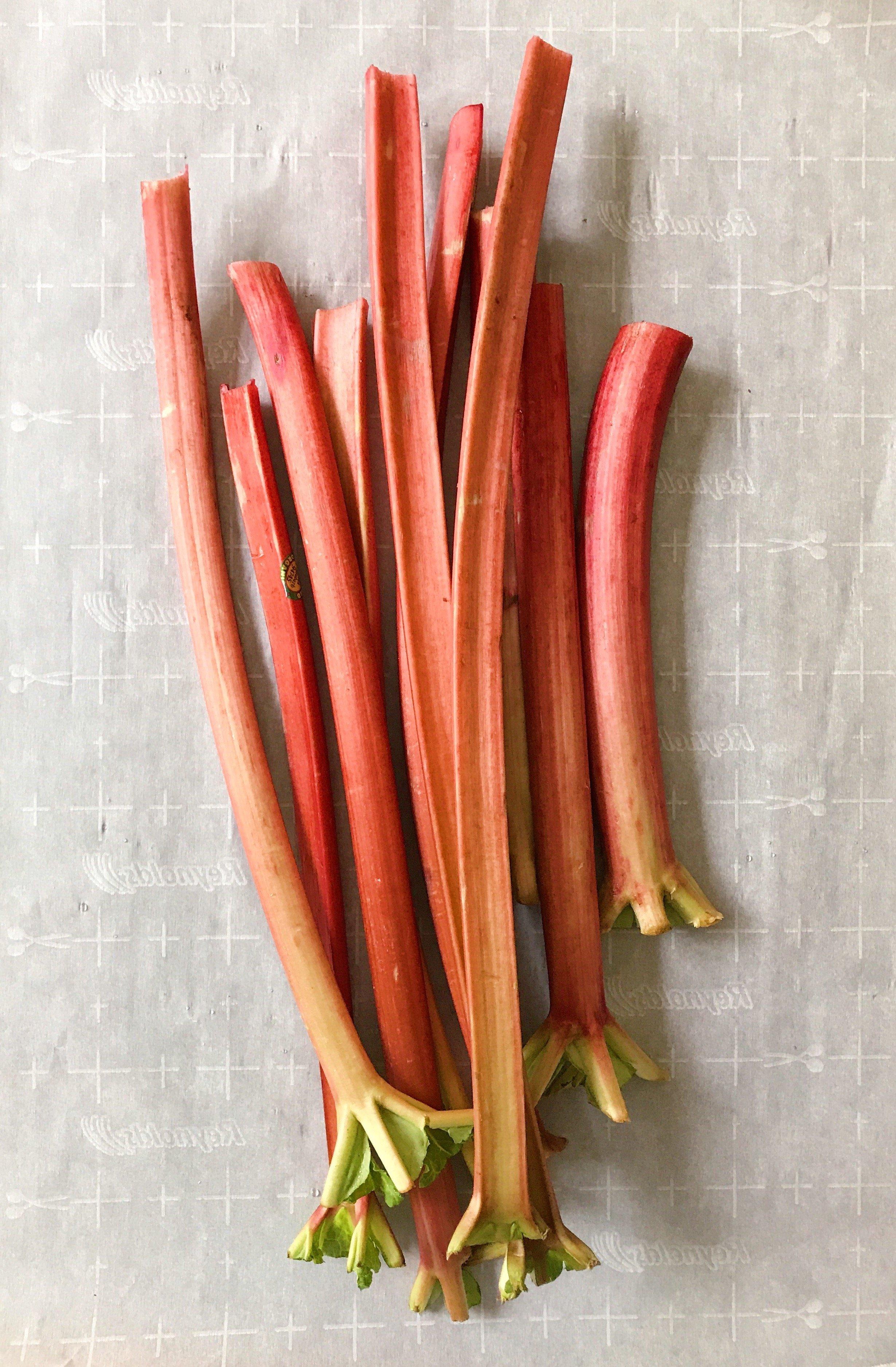 rhubarb crumble gluten-free #glutenfreerecipes www.healthygffamily.com