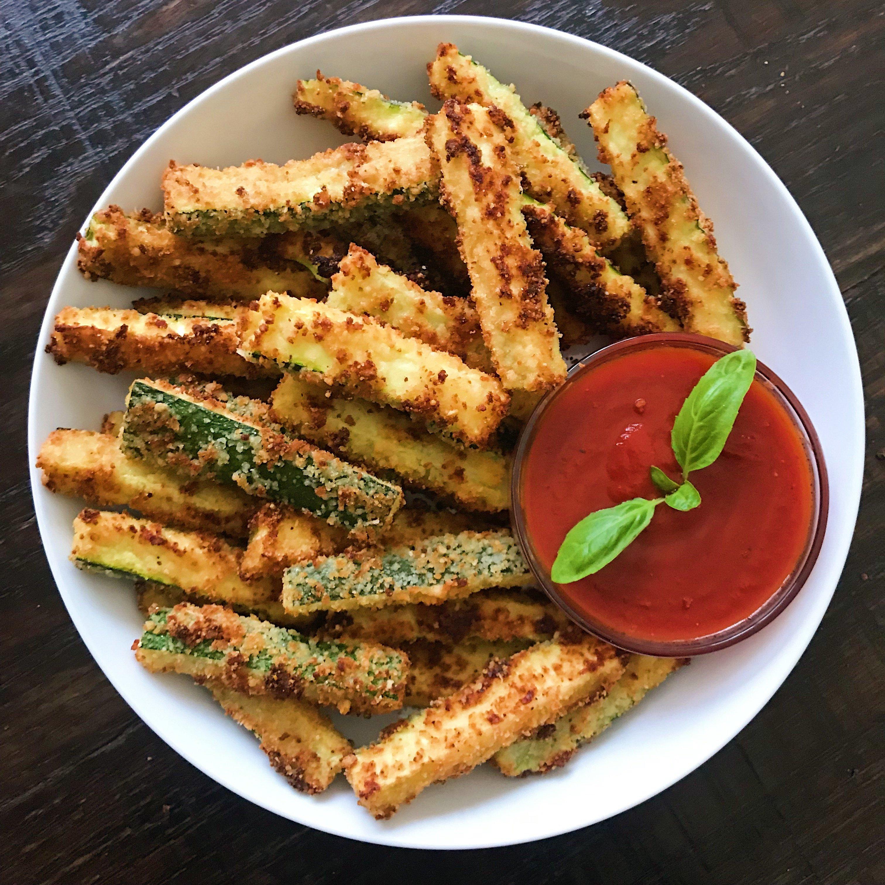 crispy zucchini fries glutlen free #glutenfree #glutenfreerecipes www.healthygffamily.com