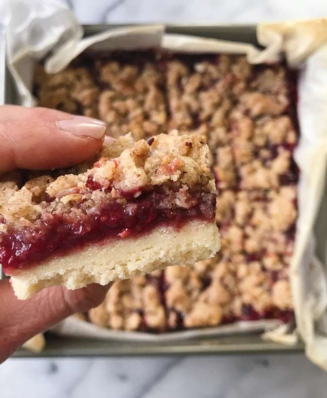 raspberry crumble bars gluten free most made recipes #glutenfreerecipes www.healthygffamily.com