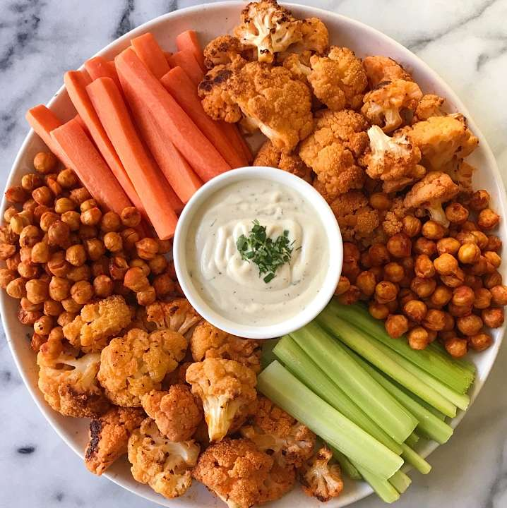 buffalo cauliflower platter gluten free #glutenfreerecipes www.healthygffamily.com