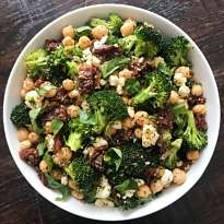 Garlic Lovers Broccoil and Chickpea salad #glutenfreerecipes www.healthygffamily.com
