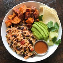 gluten free sweet potato rice black bean bowl #glutenfree #glutenfreerecipes www.healthygffamily.com