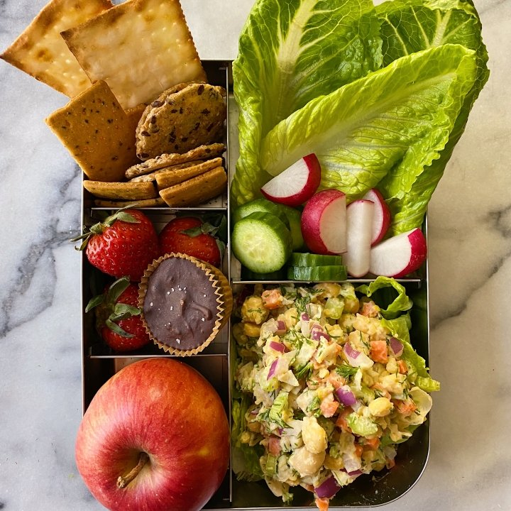 chickpea salad lunchbox ideas lunch gluten free #glutefreerecipes www.healthygffamily.com