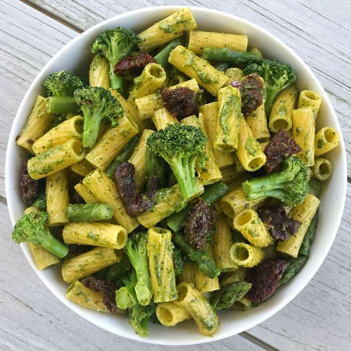 pasta lemony spinach pesto gluten free #glutenfreerecipes www.healthygffamily.com
