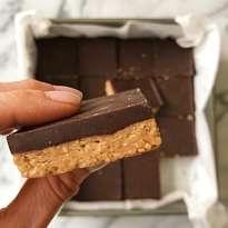 gluten free chocolate peanut butter bars #glutenfree no bake #glutenfreedessert #glutenfreerecipes www.healthygffamily.com