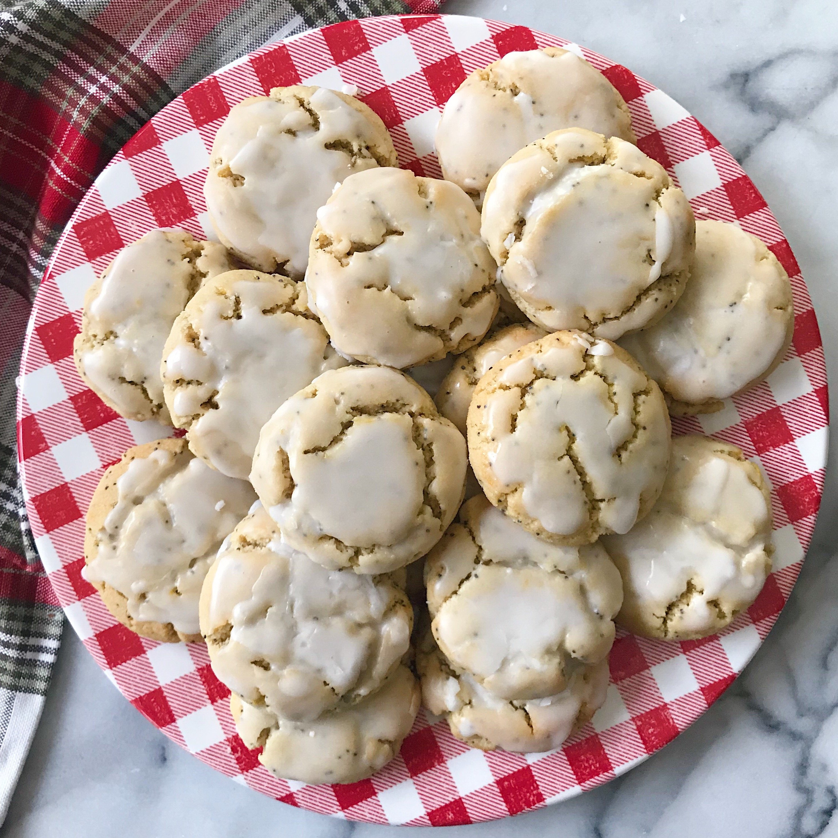 soft baked lemon poppyseed cookies gluten free vegan grain free #glutenfreerecipes www.healthygffamily.com