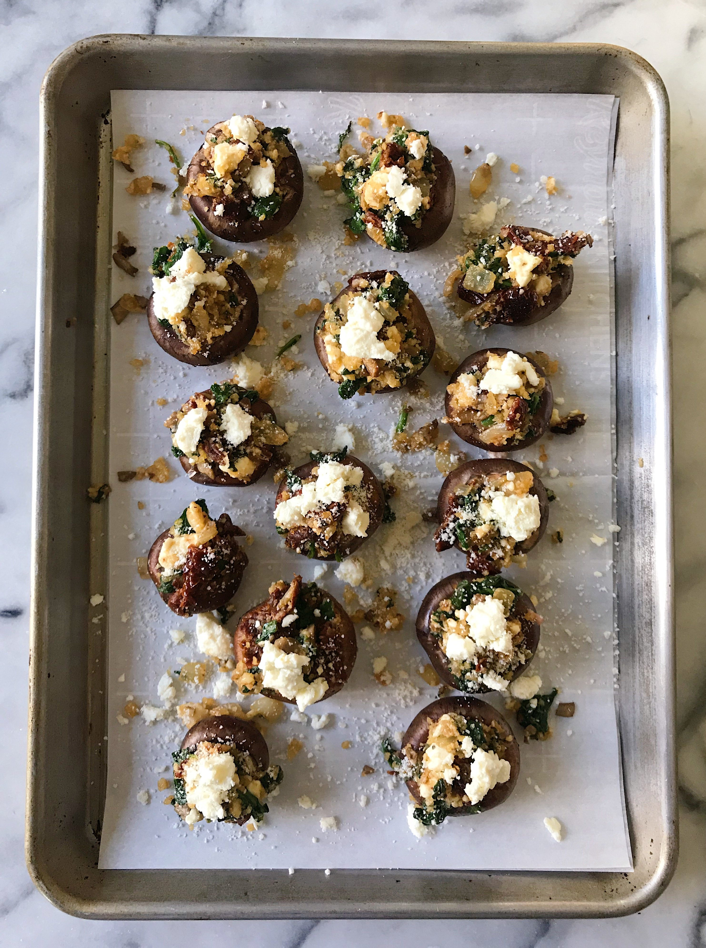 gluten free vegetarian mediterranean stuffed mushrooms #glutenfreerecipes www.healthygffamily.com