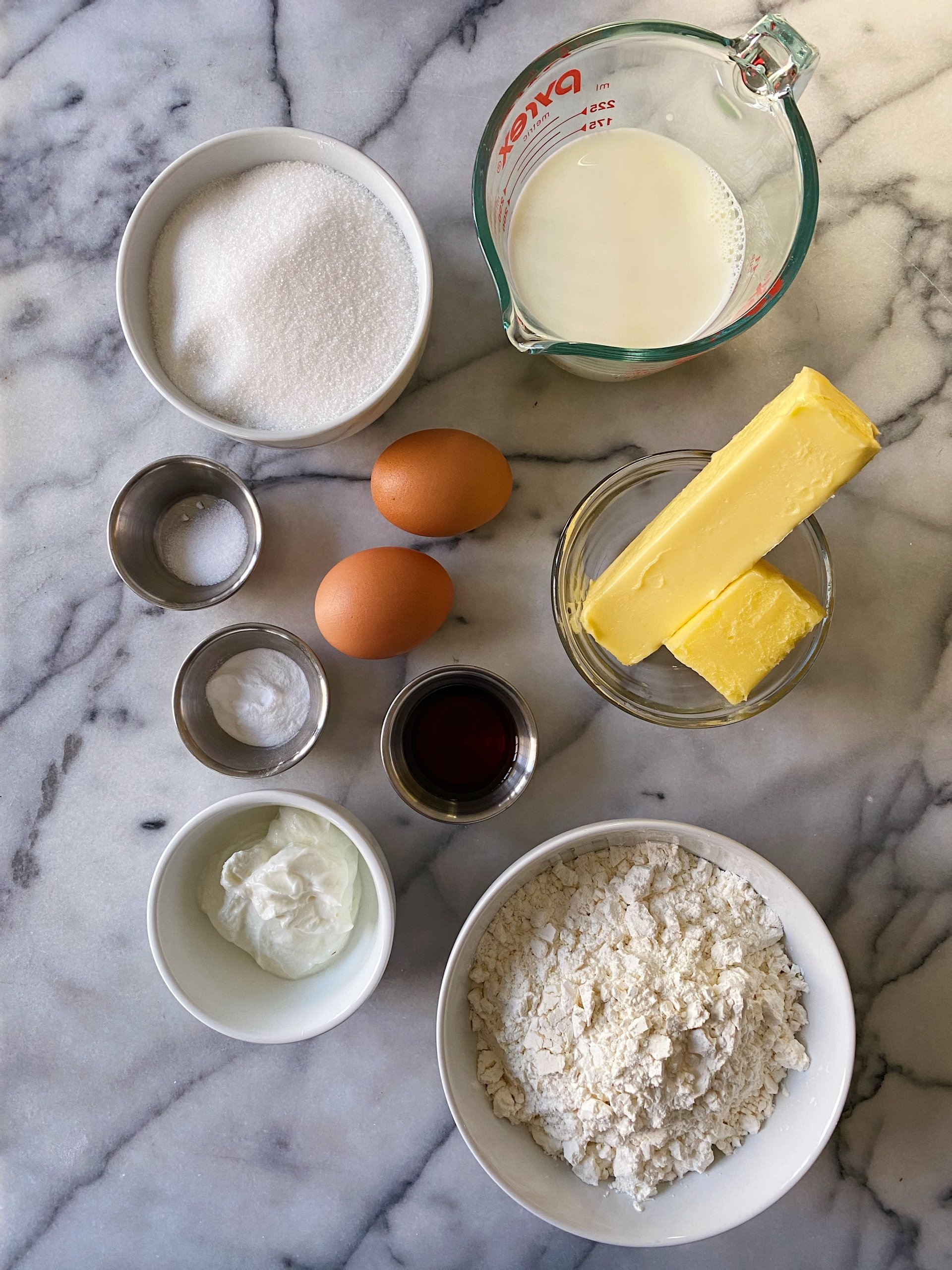 gluten free yellow sheet cake with chocolate frosting #glutenfreerecipes www.healthygffamily.com