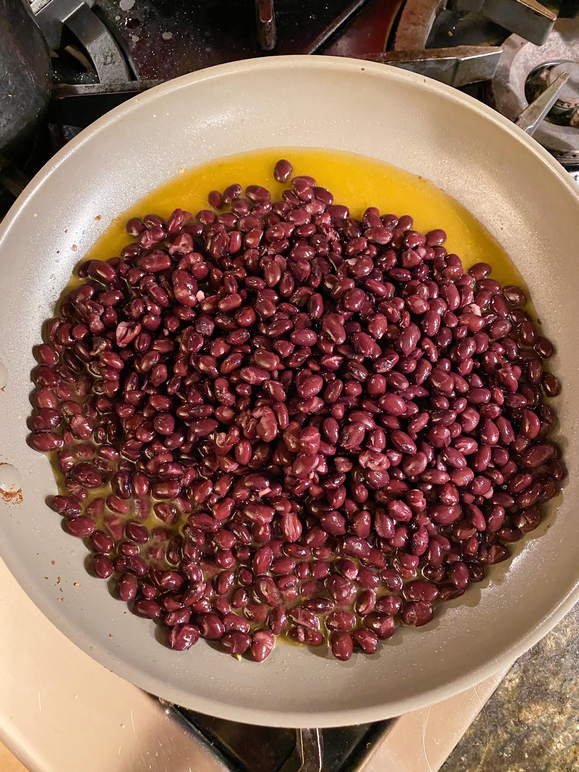 quick spicy black beans salsa #glutenfree #glutenfreerecipes www.healthygffamily.com