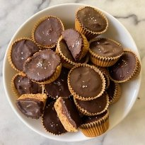 Mini Chocolate Peanut Butter Cups #glutenfree #glutenfreerecipes www.healthygffamily.com