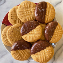 chocolate dipped peanut butter cookies gluten free #glutenfreerecipes www.healthygffamily.com