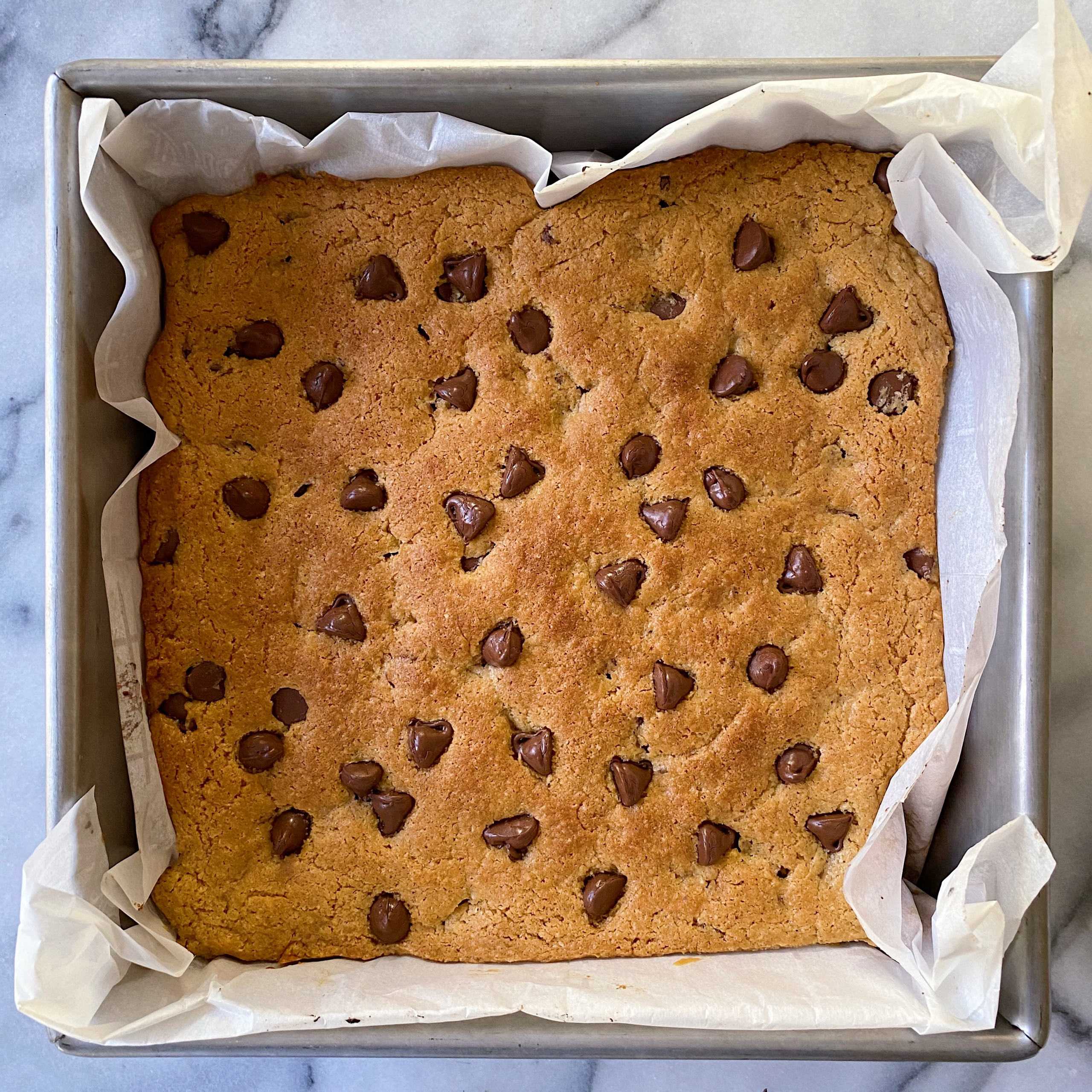 Gluten Free Almond Butter Chocolate Chip Blondies #glutenfree #glutenfreerecipes www.healthygffamily.com