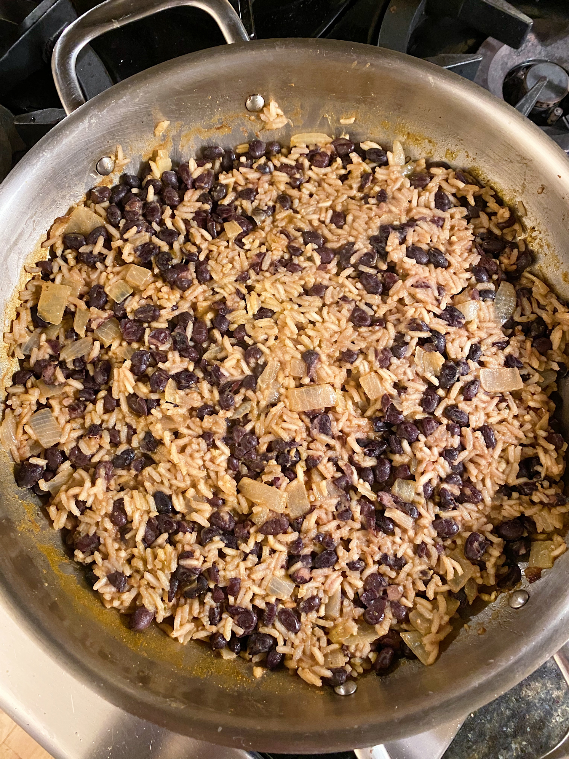 Mexican Skillet Rice and beans gluten free #glutenfreerecipes www.healthygffamily.com