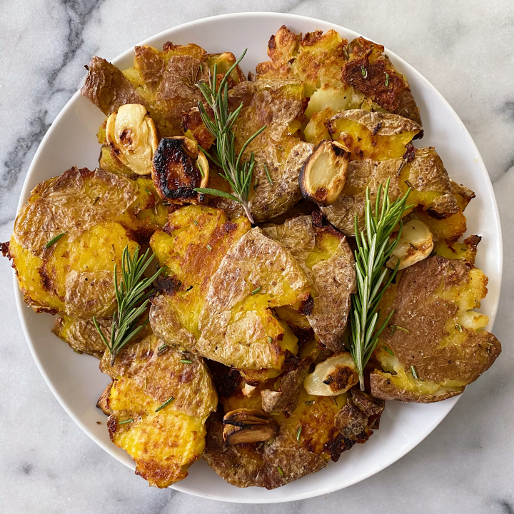 Roasted Smashed Potatoes Rosemary Garlic Easy Recipe #glutenfreerecipes www.healthygffamily.com
