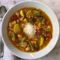 Summer minestrone Soup gluten free vegetarian www.healthygffamily.com